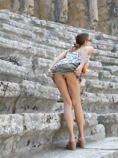 Связанная голая порн-сучка
