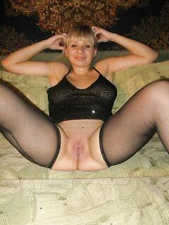 Бестии В чулках, Бикини подставляют аппетитные дырочки - секс порно фото