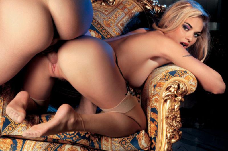 Жаркие блондинки желают анальных забав