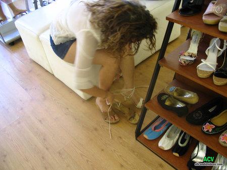 В обувном магазине