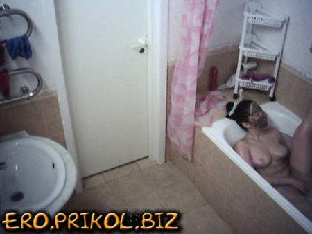 Съемки в бане голых телочек скрытой камерой