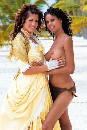 Две красотки и их кавалер