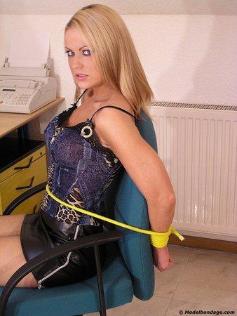 Бондаж, связывание веревкой №800