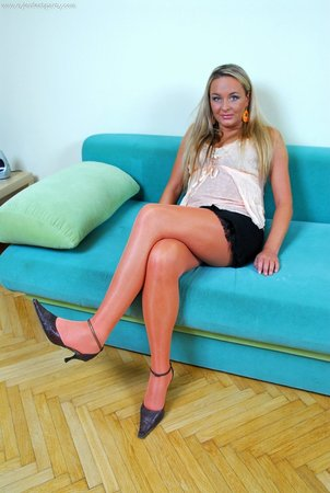 Ножки в чулках и колготках - что может быть невиннее и эротичнее?