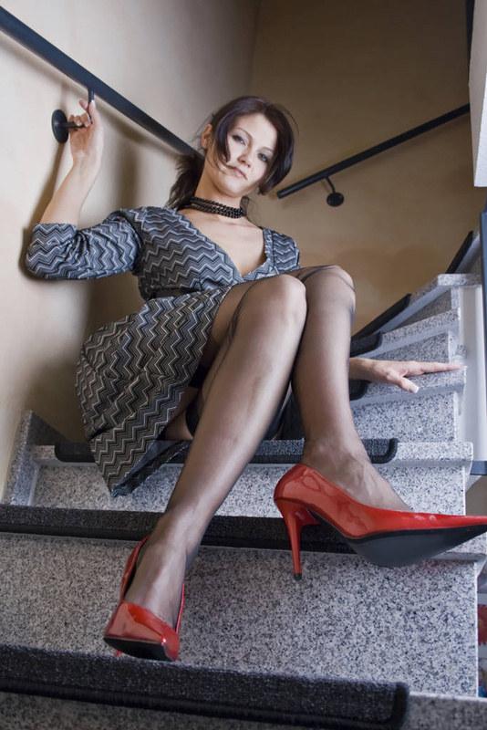 Кадры с улиц, из офисов и домашние - сексуальные ножки в чулках и колготочках