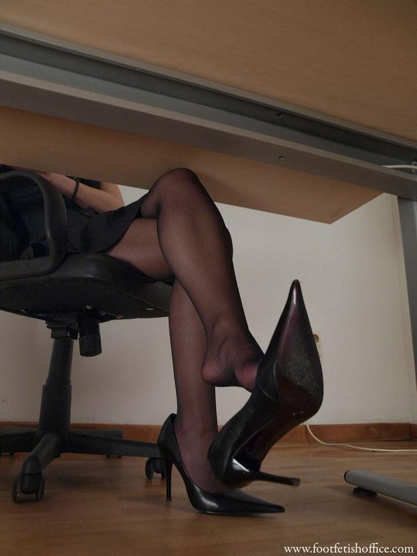 Секретарши в колготках - подглядываем!