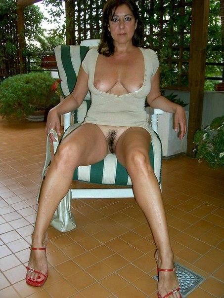 Домашние снимки давалок с голым бюстом и мокренькими дырками - секс порно фото