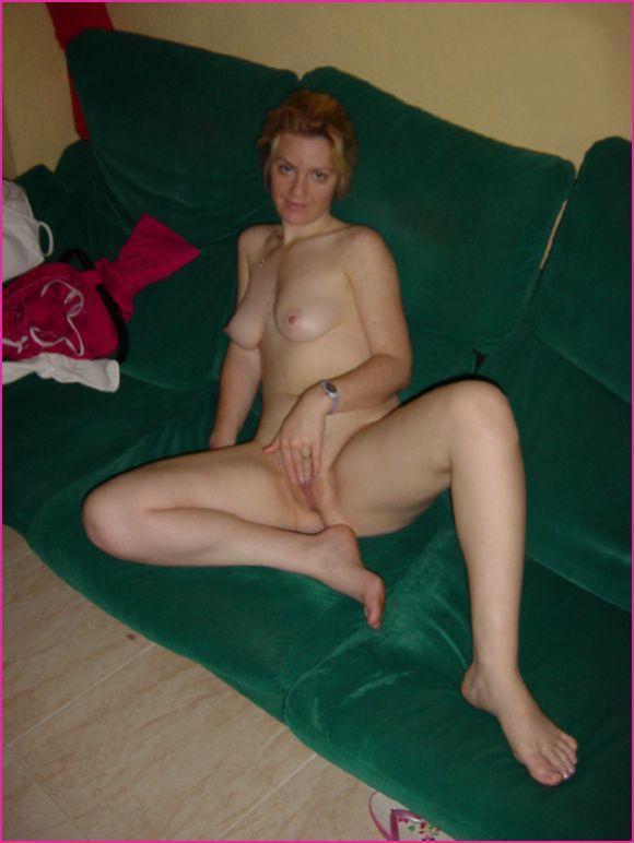 Мамаша сняла белье и удовлетворяется секс игрушкой - секс порно фото