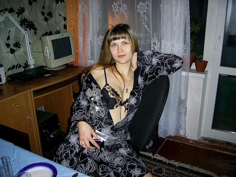 Прдавщица из провинции дрочит анал дилдаком - секс порно фото