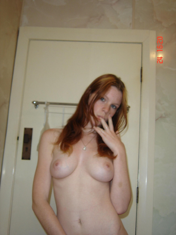 Рыжая студентка запихивает с молодую писю секс игрушку - секс порно фото