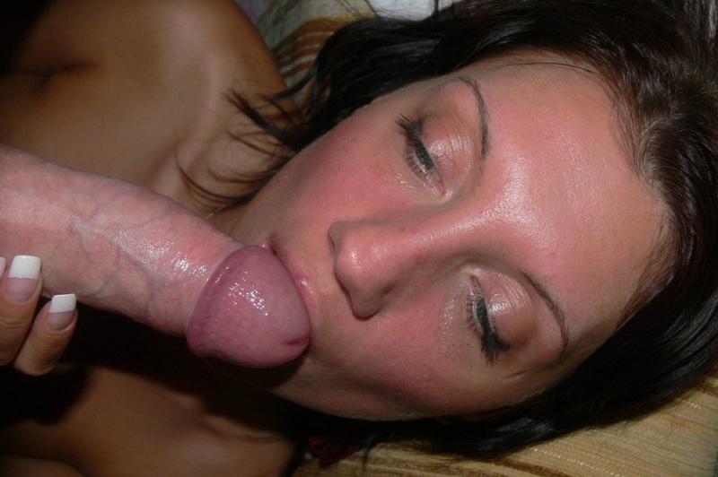 Рыжая жена мастурбирует игрушкам и сосёт мужу - секс порно фото