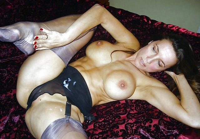 Грудастые девушки играют со своими телами - секс порно фото