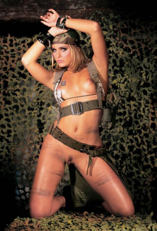Спецназ - секс в секретных войсках, теток-солдат шпилят всей казармой